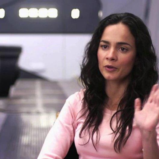 Alice Braga über die Beziehung zwischen Frey und Max - OV-Interview