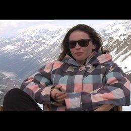 Flicity Jones (Kim) über das Snowboarden - OV-Interview