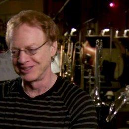 Danny Elfman (Komponist) darüber den richtigen Ton für die Filmmusik zu finden - OV-Interview