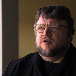 Guillermo del Toro über Nikolaj Coster Waldaus magnetische Wirkung im Film - OV-Interview