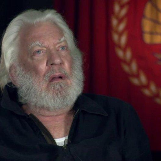 DONALD SUTHERLAND -President Snow- über das Drehbuch - OV-Interview