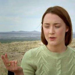 Saoirse Ronan über die komplexe Liebesgeschichte des Films - OV-Interview