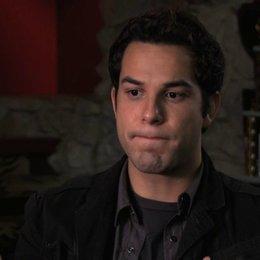 Skylar Astin über seine Begeisterung für das Projekt - OV-Interview