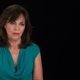 Sally Field (Mary Todd Lincoln) über die Kostüme - OV-Interview
