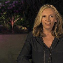 Toni Collette - Sarah - über ihre Arbeit mit Nicole Holofcener - OV-Interview