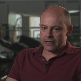 Rob Corddry darüber die Geschichte einmal aus der Perspektive der Zombies zu erzaehlen - OV-Interview