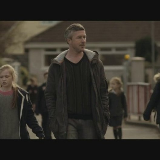 Familienbande - Trailer Poster