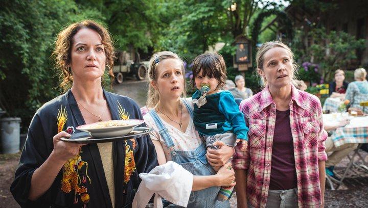 Tätärätää - Die Kirche bleibt im Dorf 2 - Trailer Poster
