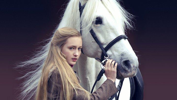Die Legende der weißen Pferde - Trailer Poster