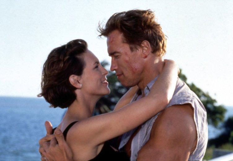 """Arnold Schwarzenegger und jamilie Curtis in dem spektakulären Action_Kracher """"True Lies"""" (1994) © Jugendfilm"""