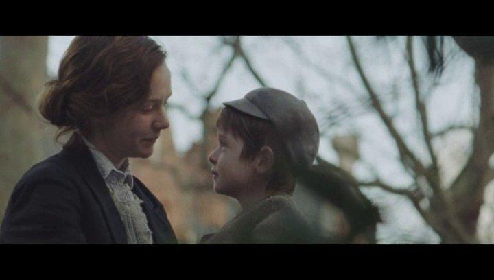 Maud muss ihren Sohn heimlich treffen - Szene Poster