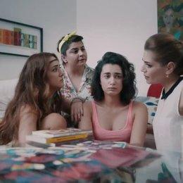Her Sey Asktan - OV-Trailer Poster