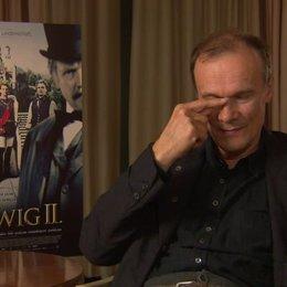 Edgar Selge darüber, wie die Maske seine Verwandlung zu Richard Wagner unterstützt hat - Interview