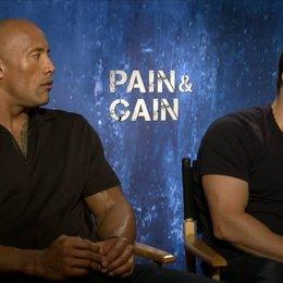 Mark Wahlberg und Dwayne Johnson - Daniel Lugo und Paul Doyle - über die Geschichte - OV-Interview Poster
