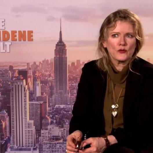 Barbara Sukowa - Caterina Fabiani - über ihre Erfahrung bei den Dreharbeiten in zwei Ländern - Interview Poster