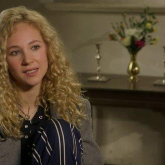 Juno Temple über Carey Mulligan - OV-Interview