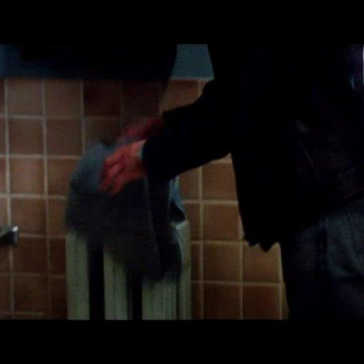 Morelli sucht Stephanie in ihrer Dusche auf - Szene Poster