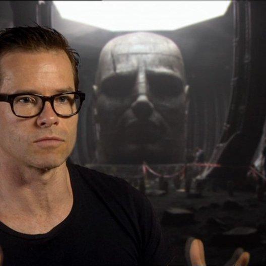 Guy Pearce über Ridley Scott als Regisseur - OV-Interview Poster