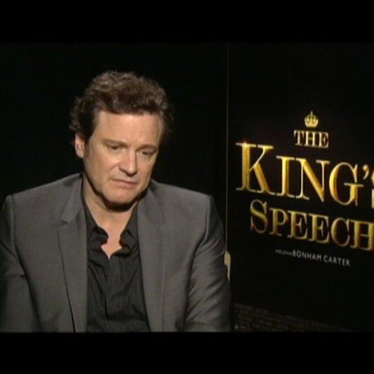 Colin Firth (King George VI) über die Zusammenarbeit mit Helena Bonham Carter und Geoffrey Rush - OV-Interview Poster