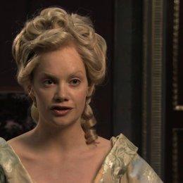Ruth Wilson über Prinzessin Betsys Meinung zu Anna Karenina - OV-Interview Poster