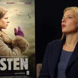 Jördis Triebel - Nelly Senff - über ihre Rollenbesetzung - Interview Poster