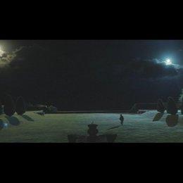 Justine sonnt sich im Mondlicht - Szene Poster