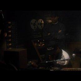 Dr Dre hilft Eazy E bei Aufnahmen - Szene