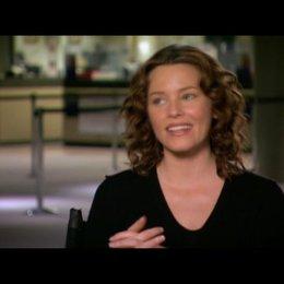 Elizabeth Banks (Lara Brennan) daüber was das Publikum erwarten kann - OV-Interview