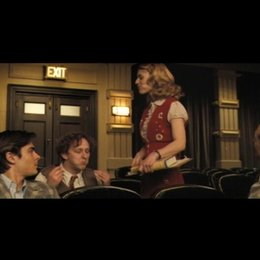 (OV) Sonja und Richard im Theater - Szene