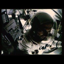 Das Raumfahrtzeug ist beschädigt und die Flagge zerstört - Szene Poster