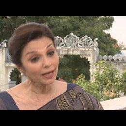 """Lilette Dubey - """"Mrs. Kapoor"""" über die Zusammenarbeit mit dem Cast - OV-Interview"""