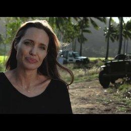 Angelina Jolie über die Regie des Films - OV-Interview Poster