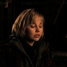 Adelaide Clemens darüber was Silent Hill ist - OV-Interview Poster
