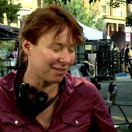 17 JULIE ANNE ROBINSON -Regisseurin- über die Herausforderung einen erfolgreichen Roman zu verfilmen - OV-Interview Poster