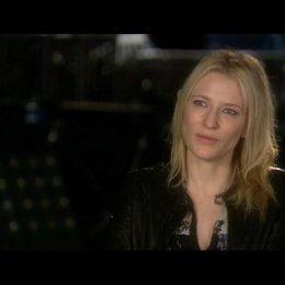 Interview mit Cate Blanchett (Agentin Spalko) - OV-Interview Poster