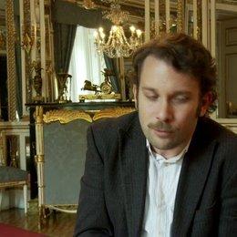 Christian Ulmen - Georg über den Film - Interview Poster