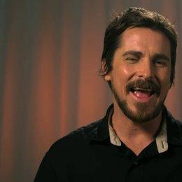 Christian Bale - Irving Rosenfeld -  über die Zusammenarbeit mit David O Russell - OV-Interview