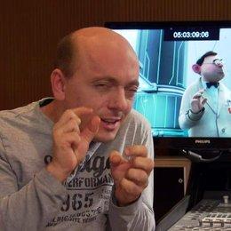 Bernhard Hoecker (Serge) darüber worum der Film geht - Interview Poster