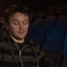 Tommy Wirkola - Regisseur und Drehbuchautor - über Jeremy Renner als Hänsel - OV-Interview Poster