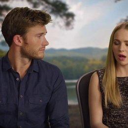 Britt Robertson und Scott Eastwood über die doppelte Liebesgeschichte - OV-Interview Poster