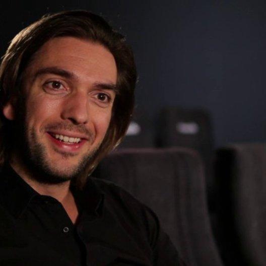 Max Wiedemann - Produzent über die Story - Interview Poster