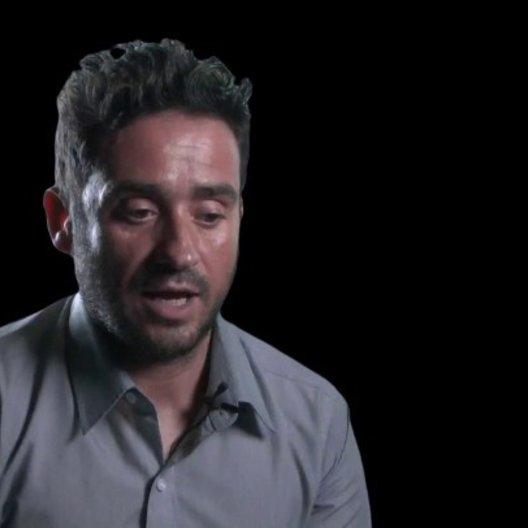Juan Antonio Bayona - Regisseur über das Casten von Naomi und Ewan - OV-Interview Poster