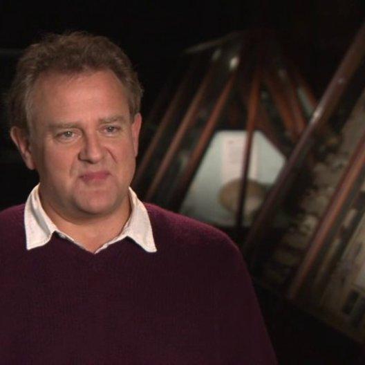 Hugh Bonneville - Mr Brown - über die Wirkung seines Charakters - OV-Interview Poster