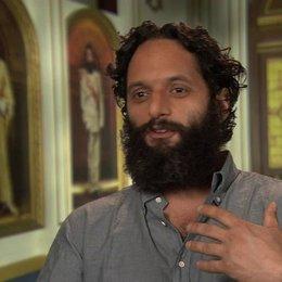 Jason Mantzoukas - Nadal über den Diktator - OV-Interview Poster