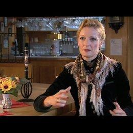 Monika Gruber über das Kostüm und die Rolle - Interview Poster