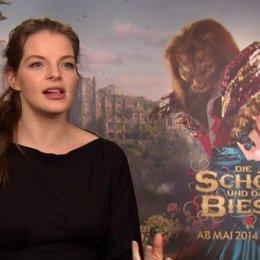 Yvonne Catterfeld - Prinzessin - über die 'Die Schöne und das Biest' - Interview Poster
