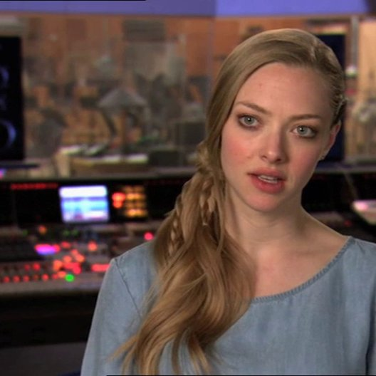 Amanda Seyfried - MK - über das Filmteam - OV-Interview Poster