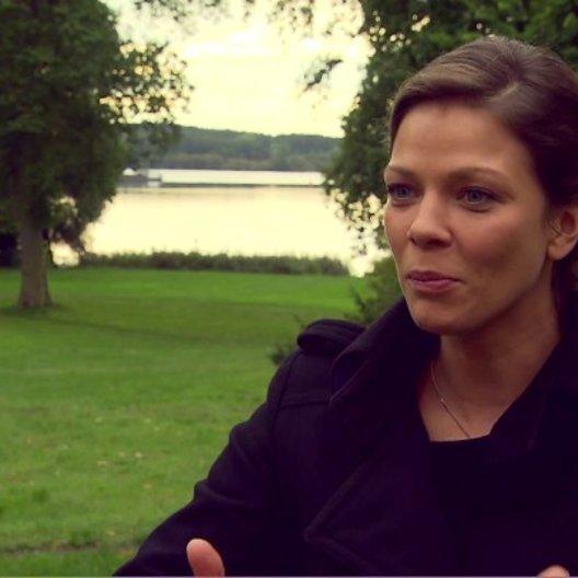 Jessica Schwarz über die Zusammenarbeit mit dem Kindern - Interview Poster