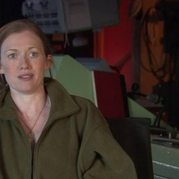 Mireille Enos - Karin Lane - über Brad Pitts Rolle Gerry Lane - OV-Interview Poster