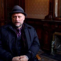 Michael Nyqvist - Viggo Tarasov - über Viggo und John Wick - OV-Interview Poster
